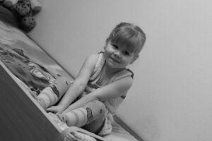 enfant dans lit